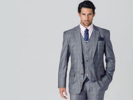 Cómo combinar un traje gris claro de hombre