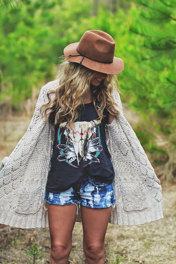 Shorts despintados y camisetas negras